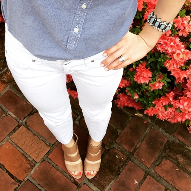 chambray shirt + white jeans = classic & cute