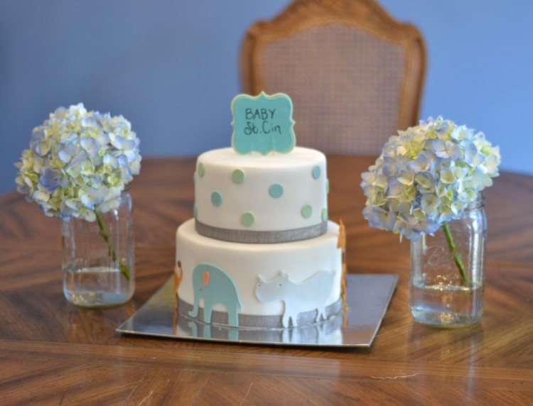love the idea of using hydrangeas in mason jars as baby shower decor