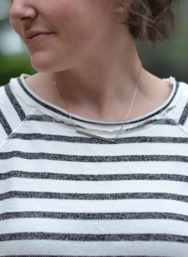 love this little bar necklace