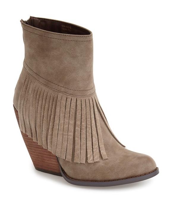 very valoatile fringe boot