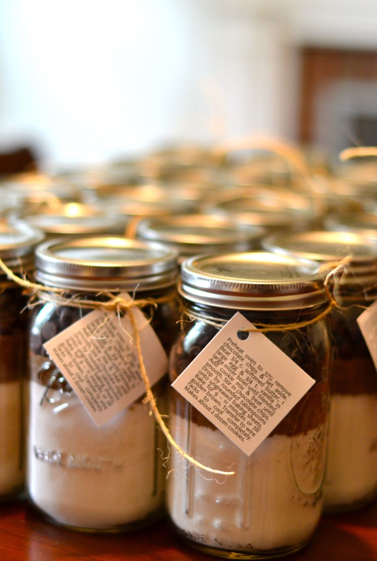 DIY chocolate chip cookie mix party favors