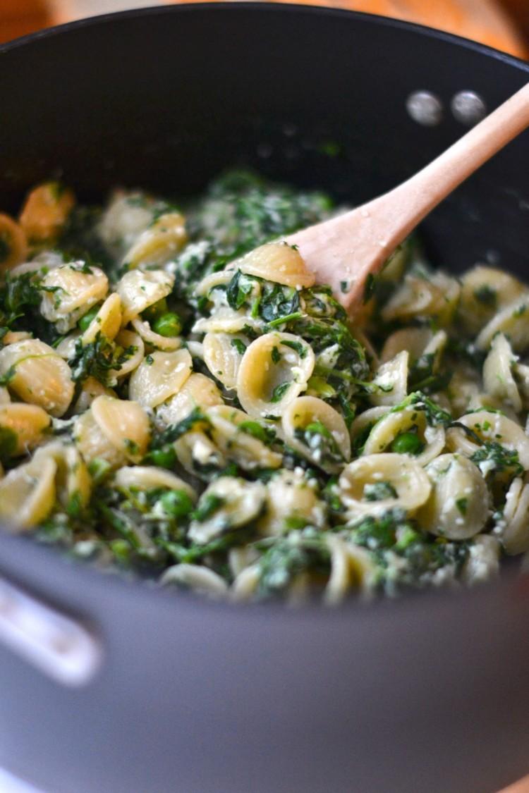 easy one pot spinach pea orecchiette pasta recipe