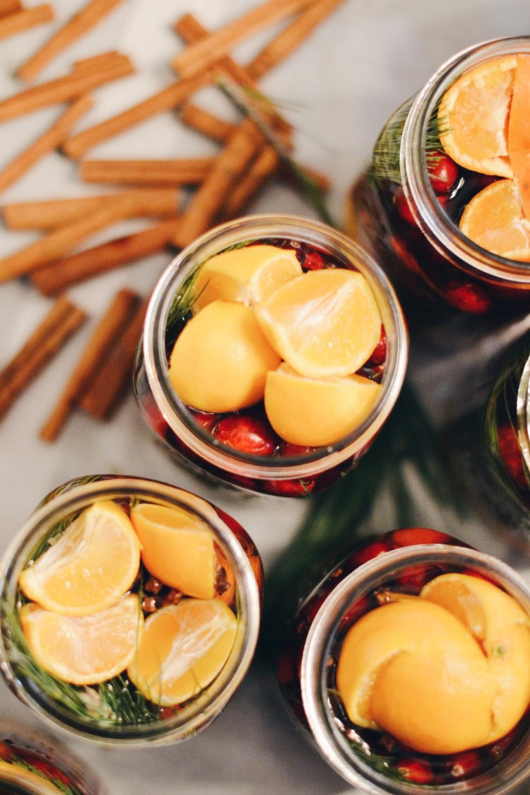 these Christmas in a mason jar gifts make your entire house smell like the holidays when you simmer them on the stove