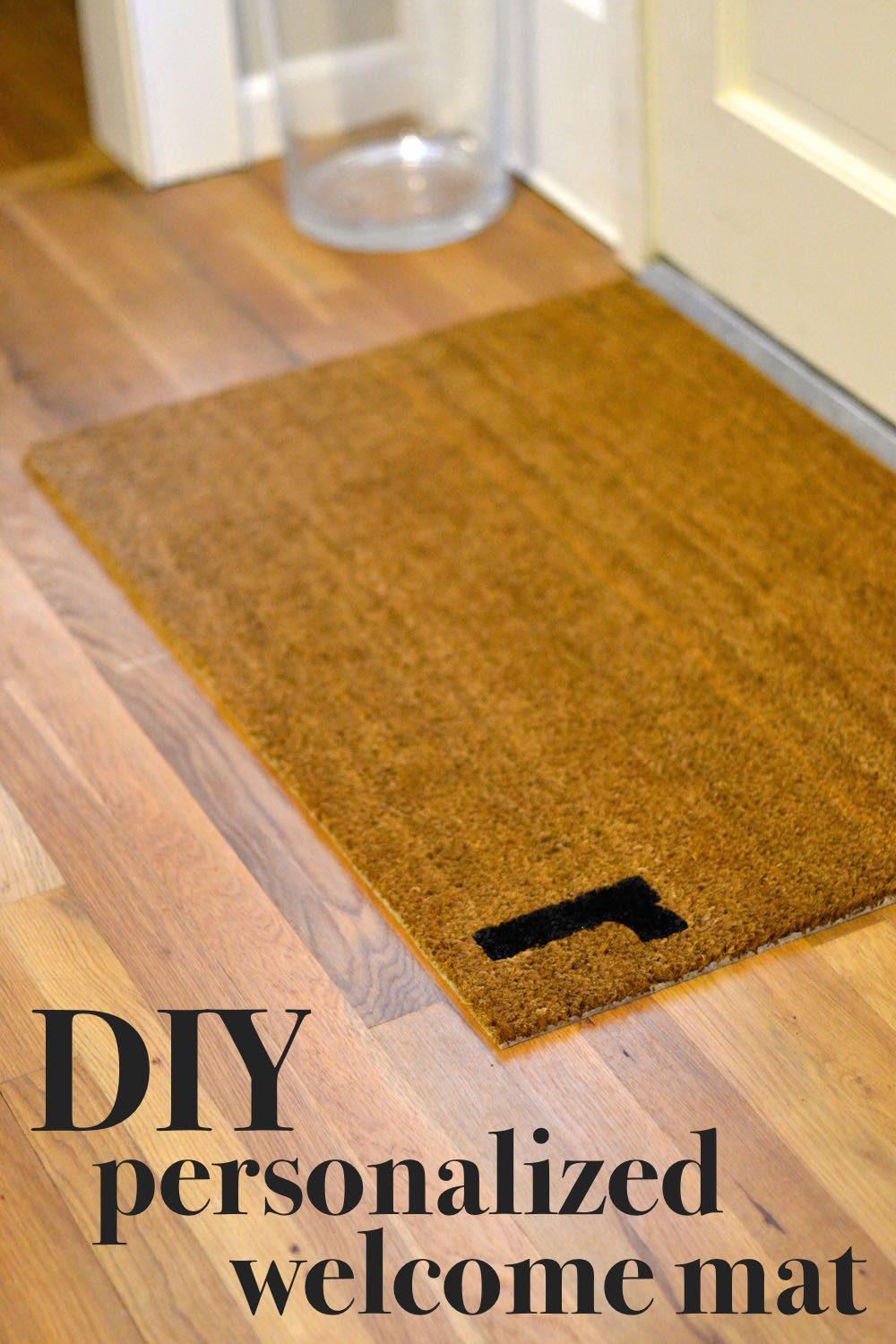 easy custom initial welcome mat how-to // lovelyluckylife.com