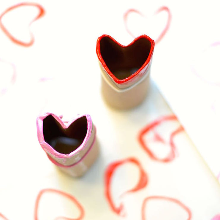 easy DIY Valentine's Day craft for preschoolers // lovelyluckylife.com