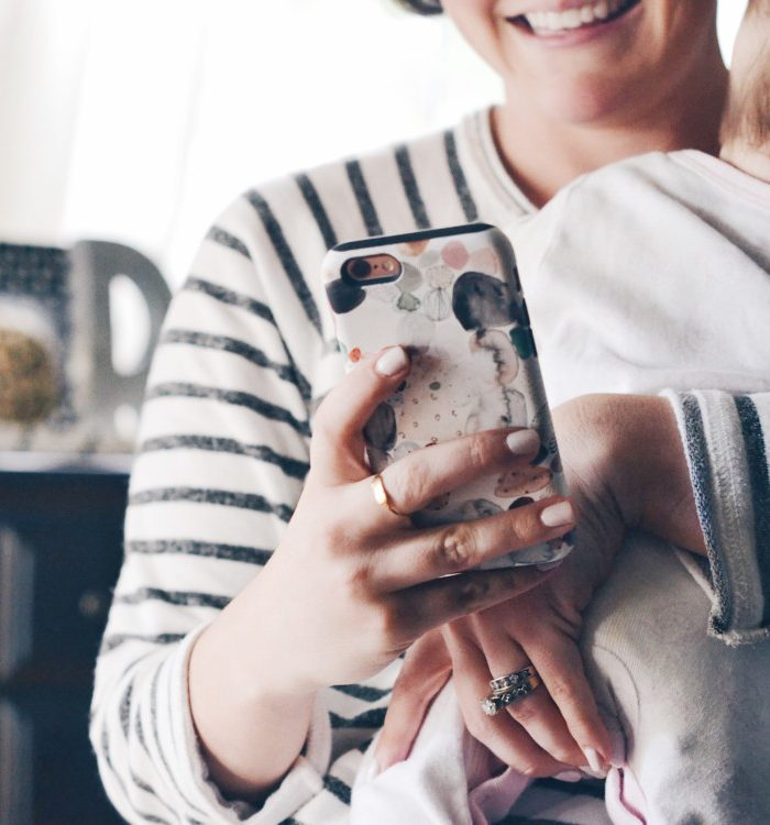 These Are The Apps Every Mom Needs on Her Phone