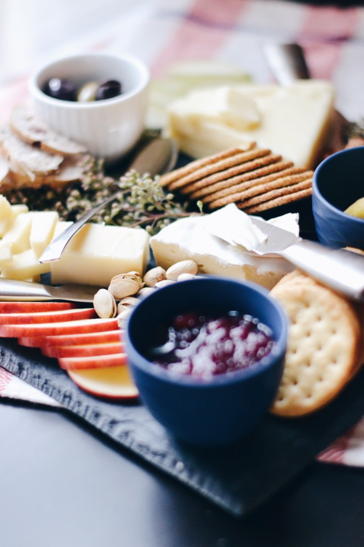 this cheese plate is so pretty and comes together in 15 minutes - learn how to make the perfect cheese plate appetizer
