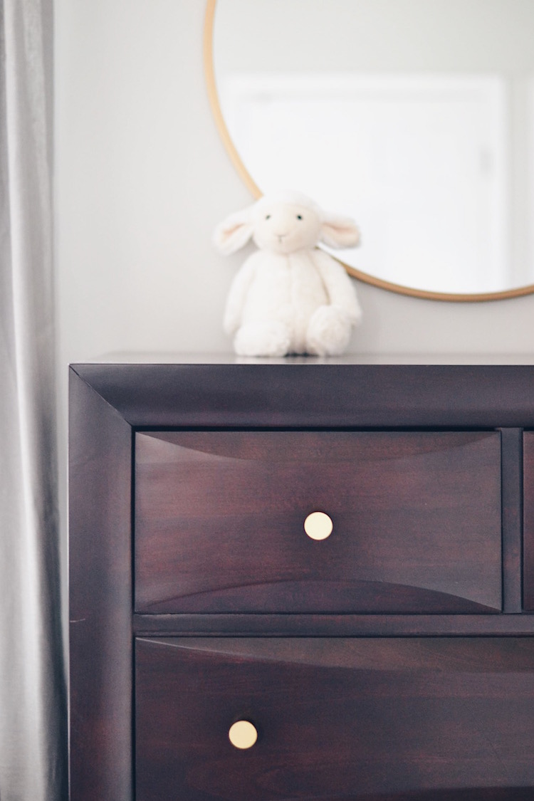 gold circle mirror + fresh and modern gold knobs give an old dresser a fresh look