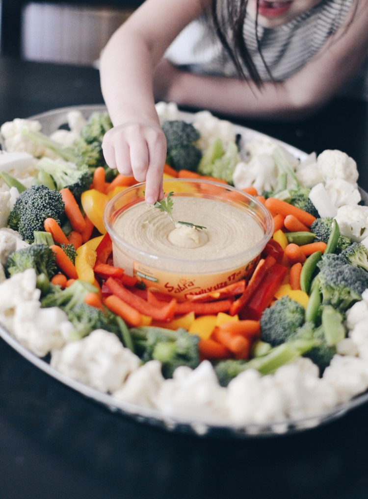 easy summer appetizer - this rainbow veggie hummus appetizer tray is so easy, perfect for a BBQ appetizer or a rainbow themed party