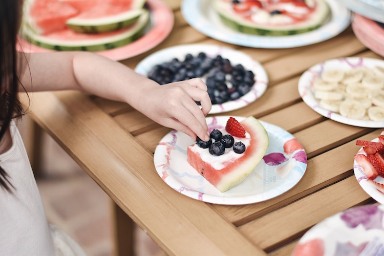 totally making watermelon pizza - let the kids make watermelon pizza with fresh berries and vanilla yogurt. the perfect healthy dessert for summer nights!