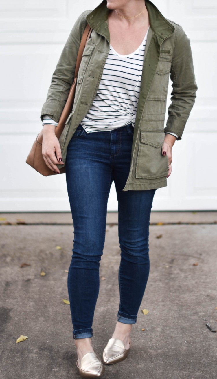love this easy style for moms - gold mule shoes, dark skinny jeans, a black & white striped shirt, big tote bag, and cute utility jacket are perfect for running after kids. love how she tied the black & white striped tee to give the look a little shape
