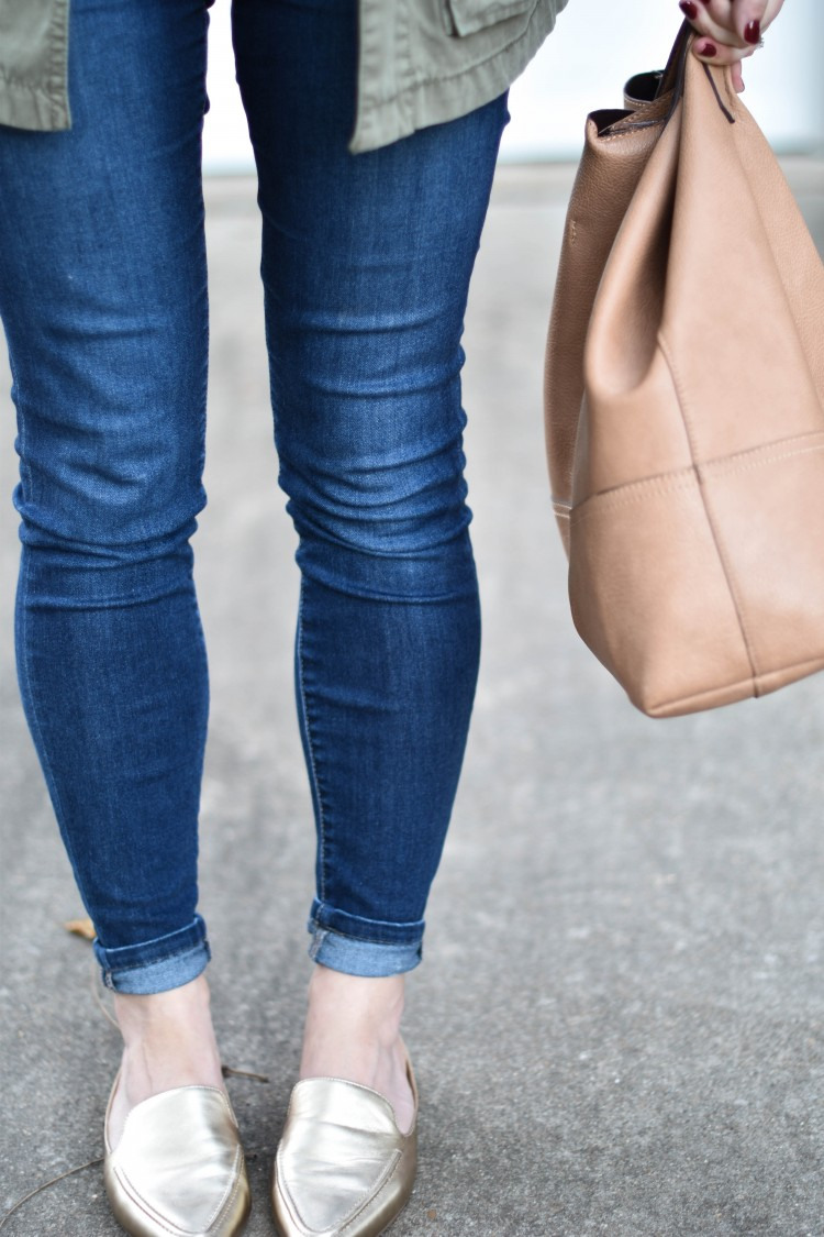 obsessed with these gold metallic mules and rolled dark skinny jeans - great style for running errands or SAHM style