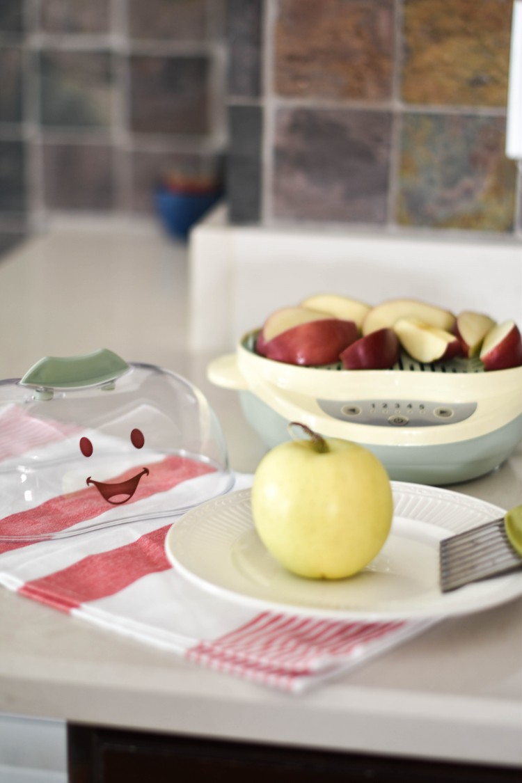 this recipe for steamed apples with cinnamon is so great for a baby's first food