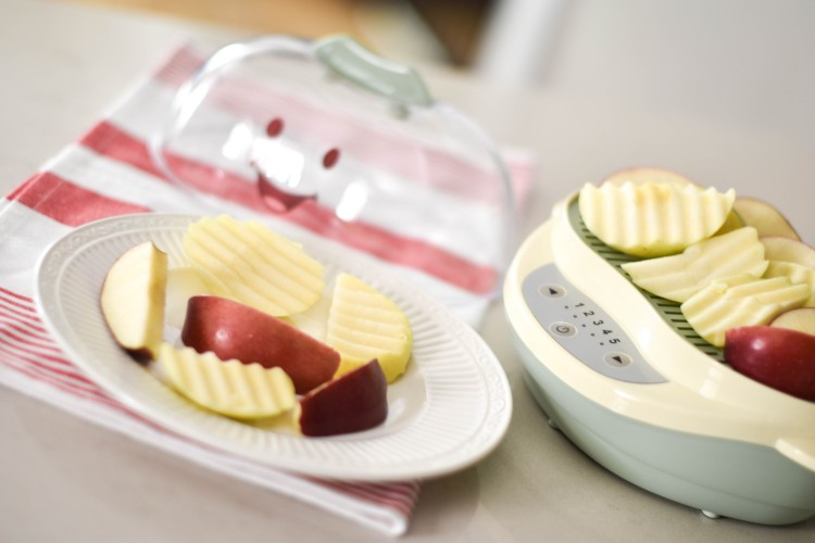 tip for baby led weaning (BLW) - steam crinkle cut apples for a tasty snack for babies 6-9 months old