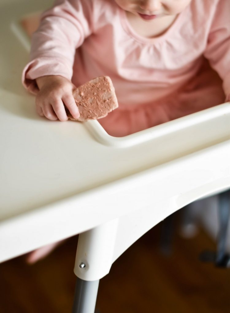 DIY yogurt melts are perfect for baby led weaning - and they only take 10 minutes to make!