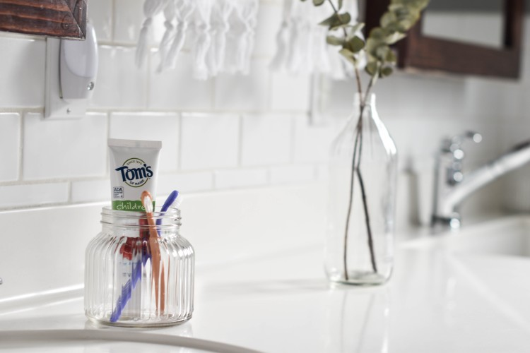 this toothpaste is the best - love the idea of using a glass jar to store toothpaste & toothbrushes in the bathroom