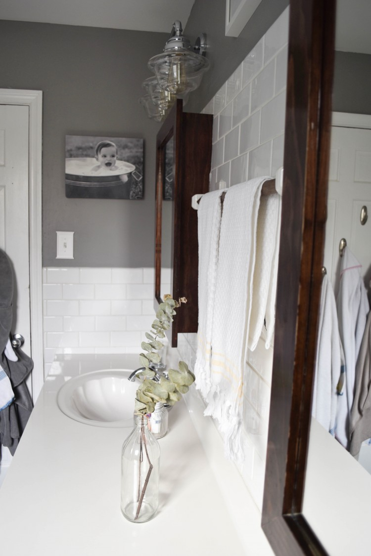 obsessed with this great grey and white bathroom design