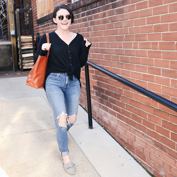levis mom jeans & urban outfitters thermal - cute mom look