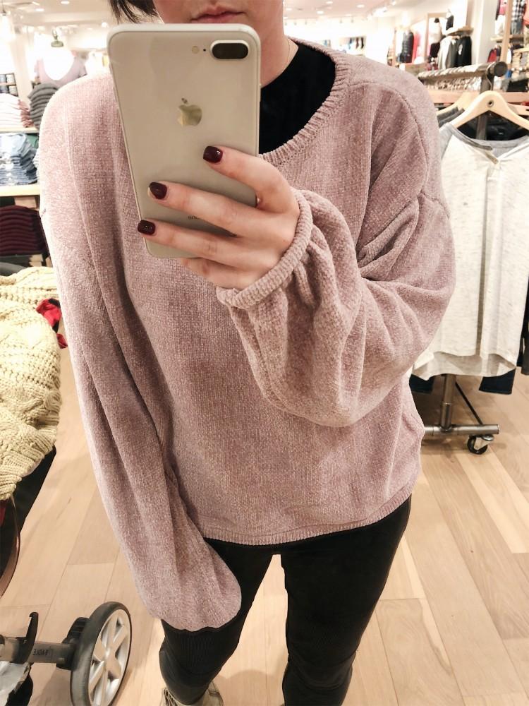 254e1071 American Eagle pink chenille balloon sleeve sweater