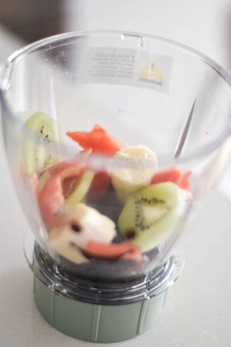 the healthiest homemade baby food ever - red pepper, kiwi, banana and blueberries