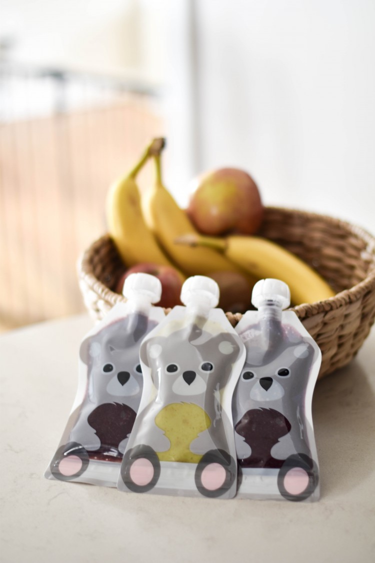 these DIY baby food pouches made with reusable pouches are SO smart! puree fresh fruits and veggies to make a healthy pouch for your baby
