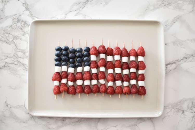 these patriotic fruit skewers are so cute! love this idea for a 4th of july party, a red white & blue themed party food, or an America-themed party