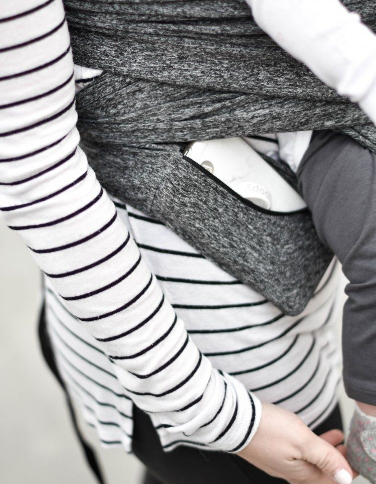 love this baby carrier zippered pocket on the Boppy ComfyFit baby carrier. #babywearing