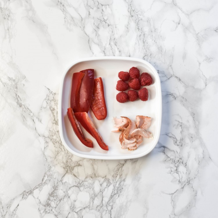 love this super simple BLW meal idea - red bell peppers, salmon and raspberries