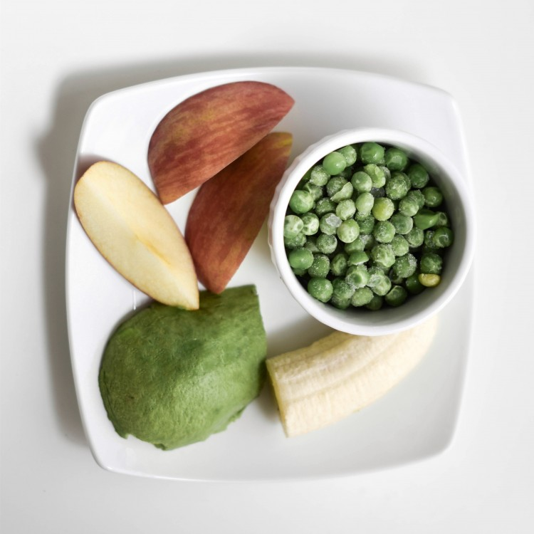 baby puree recipe - avocado, apple, banana and frozen peas - healthy food for baby