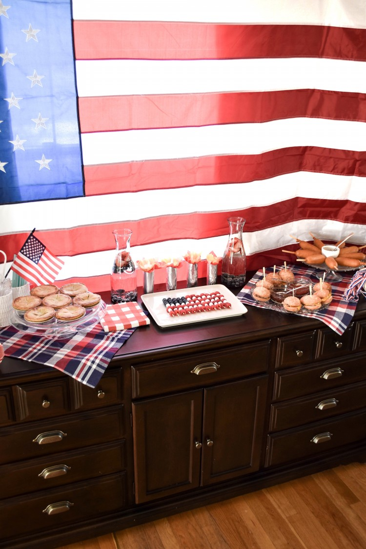 this party setup for the 4th of July or an Olympics watch party is super cute
