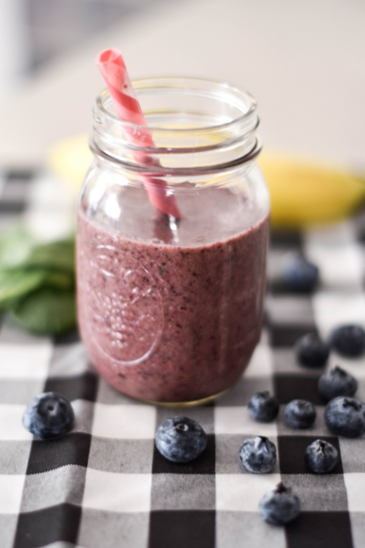 making a smoothie without dairy doesn't have to be boring - this delicious smoothie packs in tons of vitamins and nutrients with almondmilk, spinach, banana, blueberries, strawberries, and flaxseed. even kids love this easy, healthy smoothie!