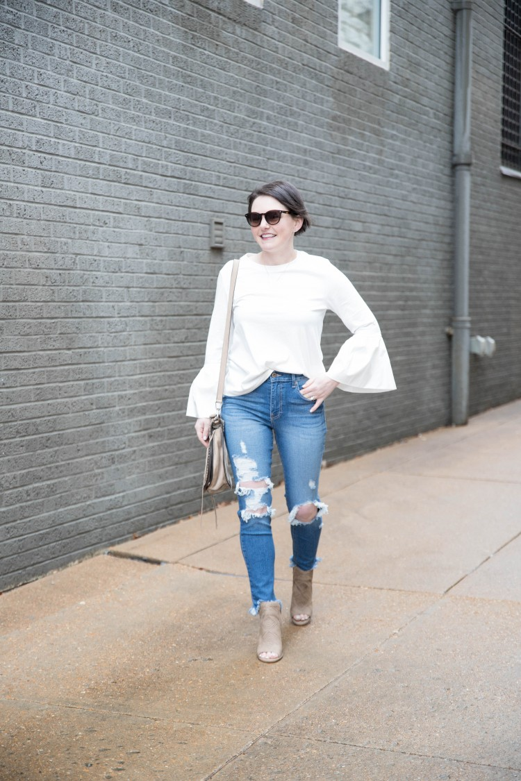 how cute is this distressed jeans outfit for spring? so easy and casual yet polished