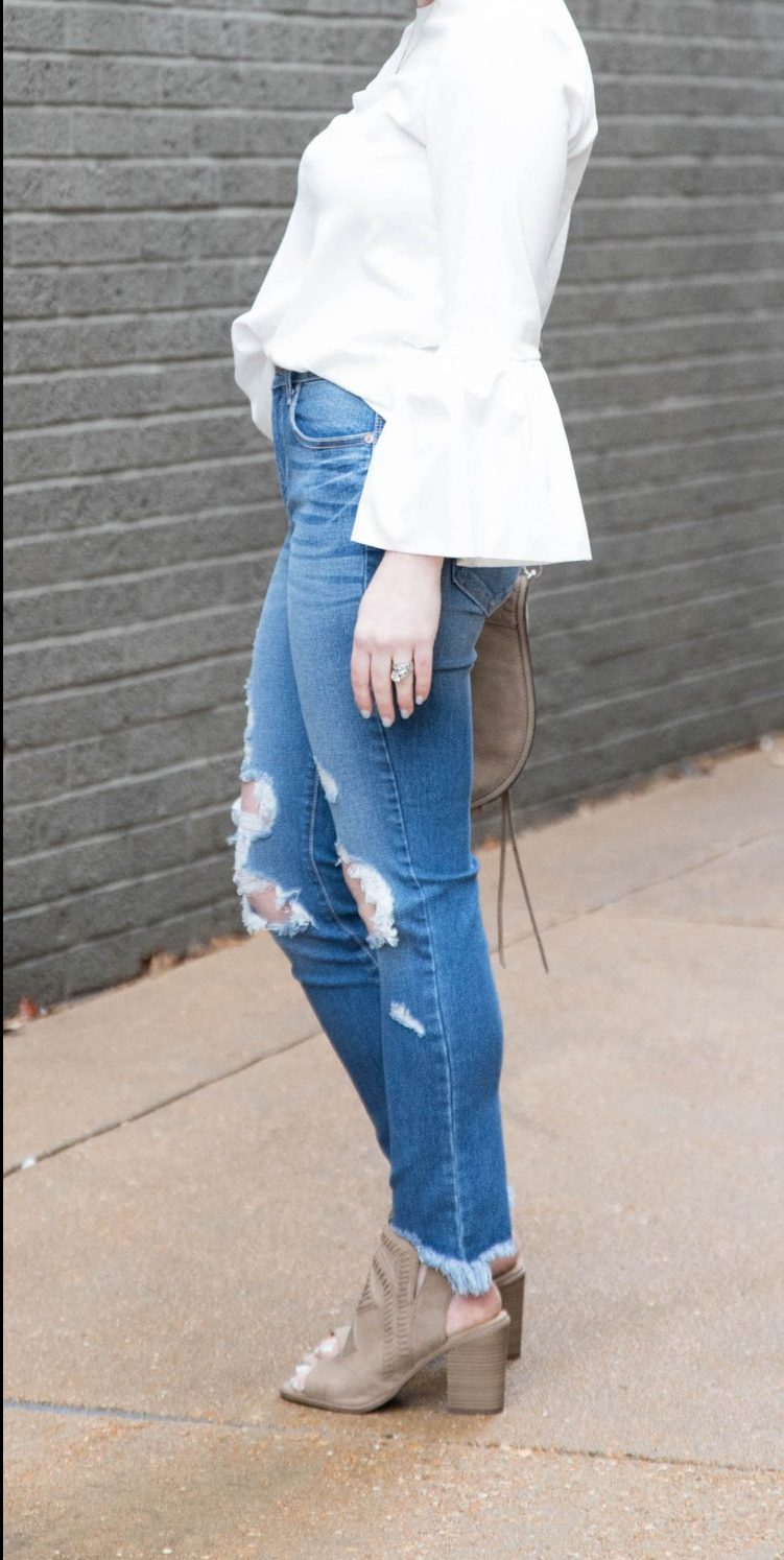 obsessed with this dressy distressed jeans outfit - perfect #outfit for a girl's night out