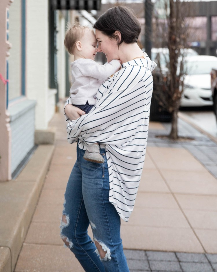 this casual striped shirt outfit is perfect for stay at home moms