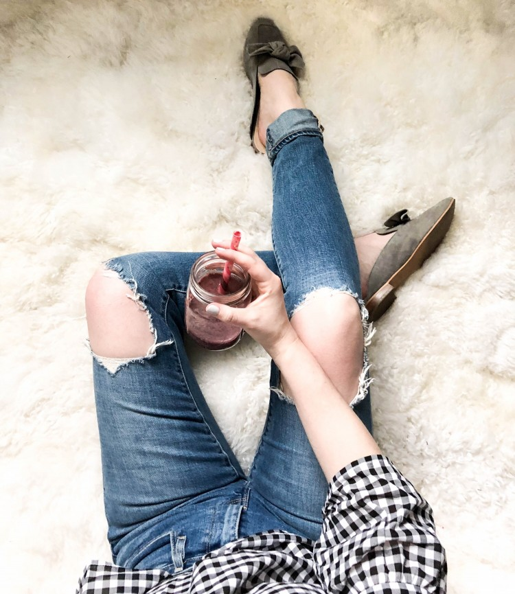 the perfect afternoon break - delicious vegan smoothie, distressed denim and the cutest pair of slip-on mules