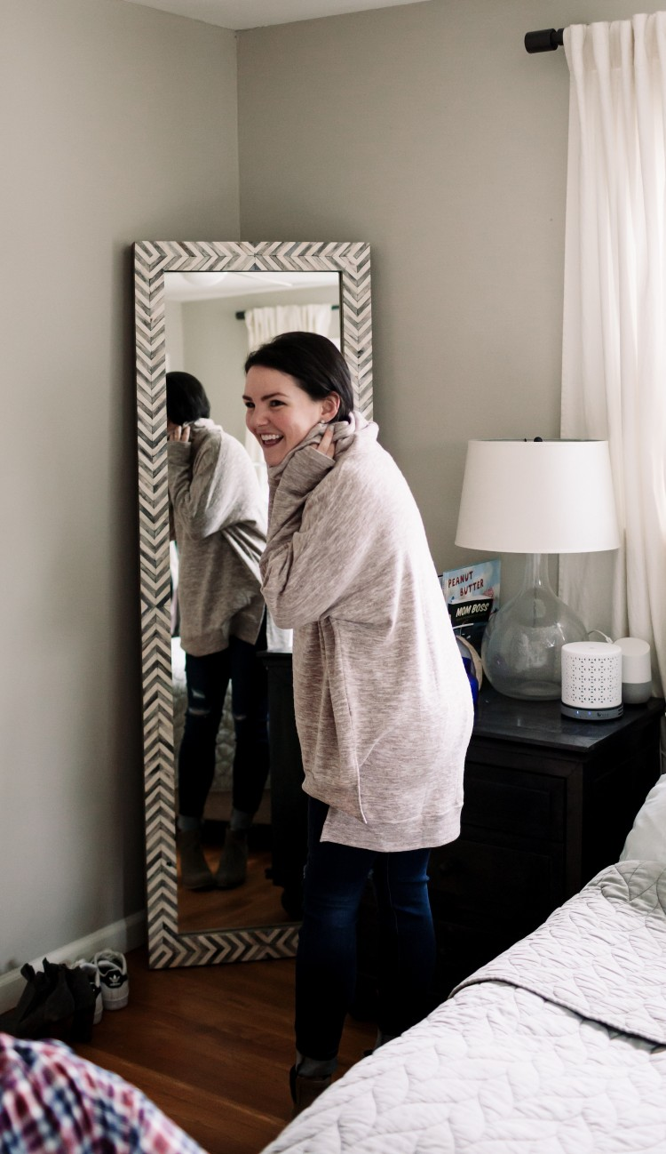 the best gift idea for a mom: an in-home, personalized styling session!