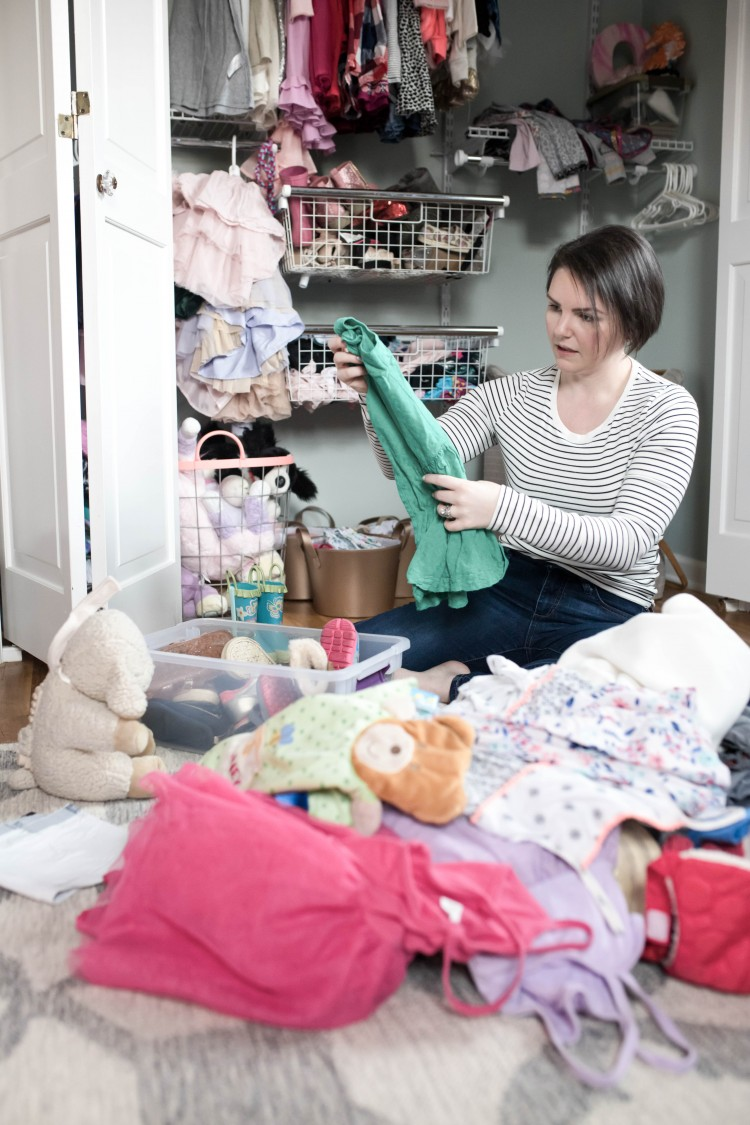 decluttering 101 for moms - why you should declutter and how to do it without feeling guilty