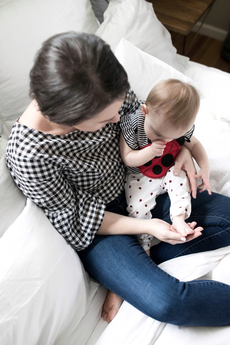love the matching mommy & me styling here - black & white gingham shirt and black ad white ladybug outfit for baby girl
