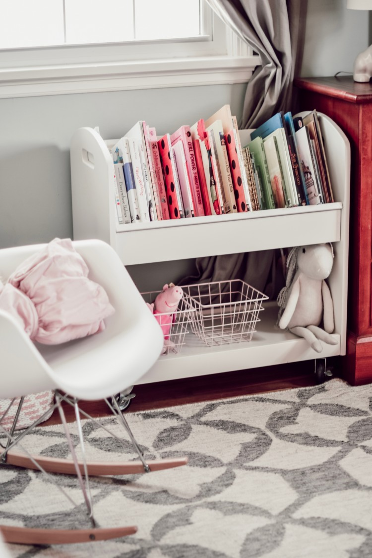 love this bookshelf for a little girl's room #girlsroom #kidsroom