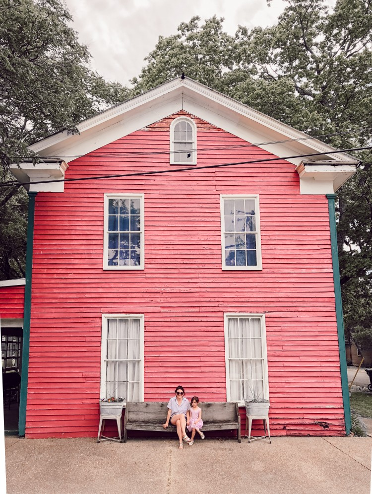 a bright building = the perfect photo op while on #vacation