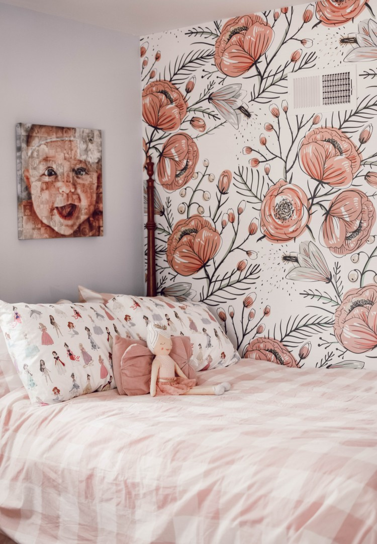 obsessed with this floral wallpaper for girl room + the pink gingham comforter - so CUTE! #girlsroom #kidfriendlydecor - great kids room decor ideas
