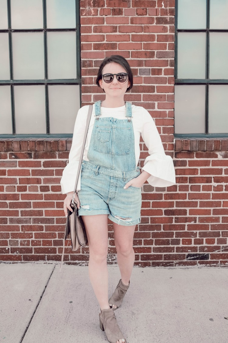 how to wear overall shorts with heels