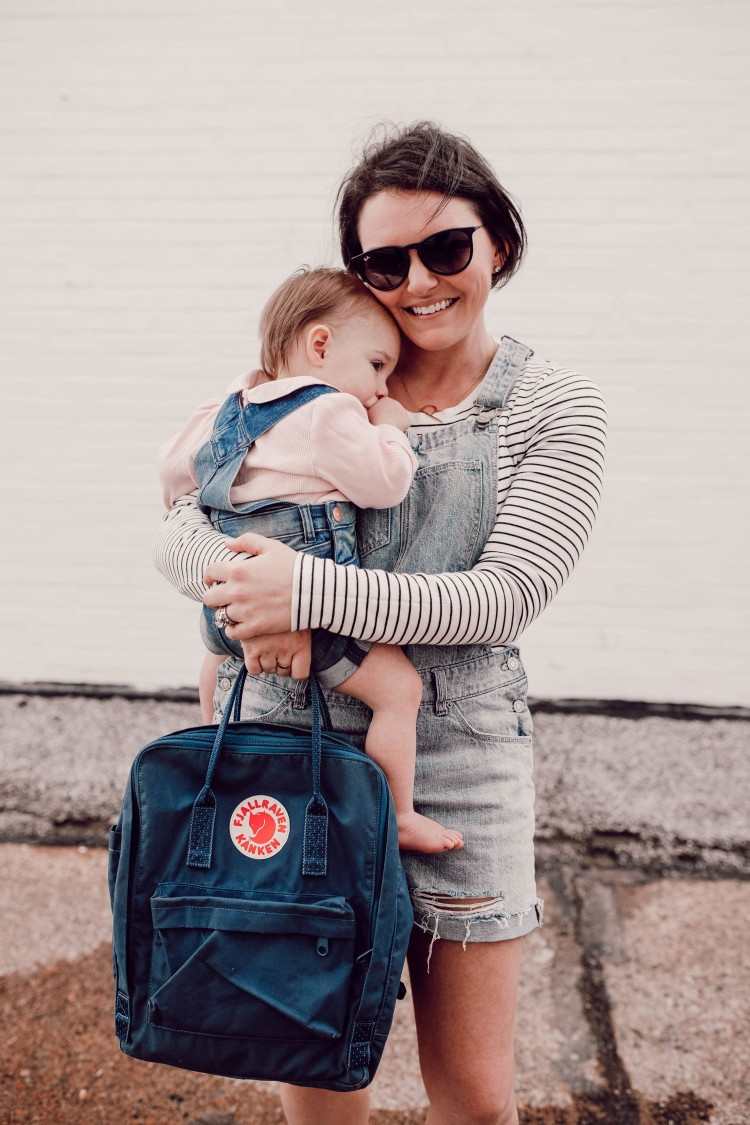 this is the cutest outfit for a mom! overall shorts for moms