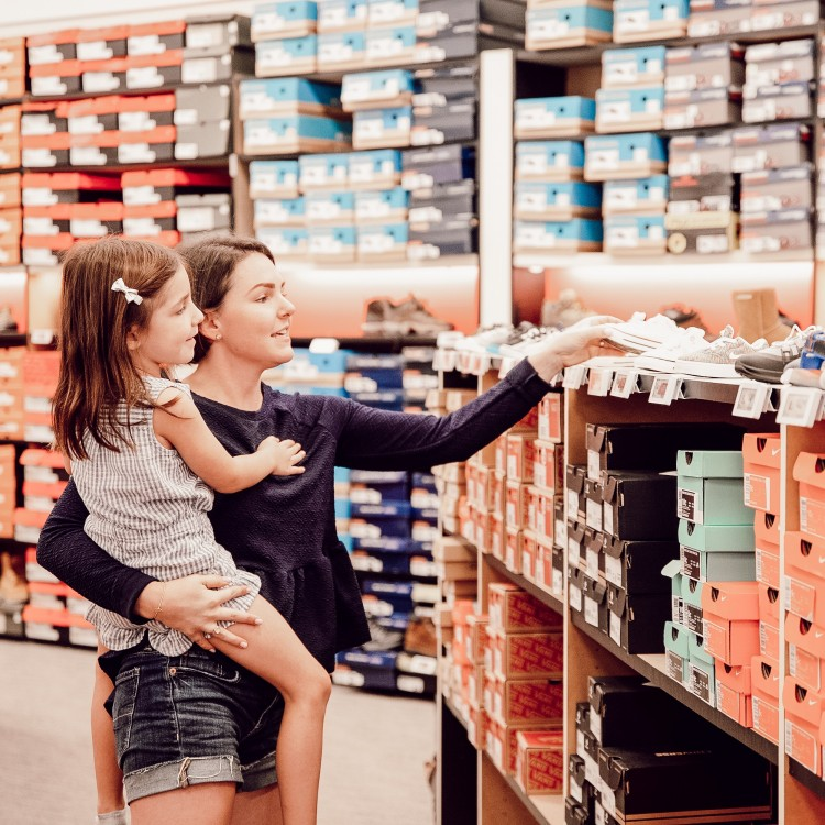 shoe shopping tips with kids