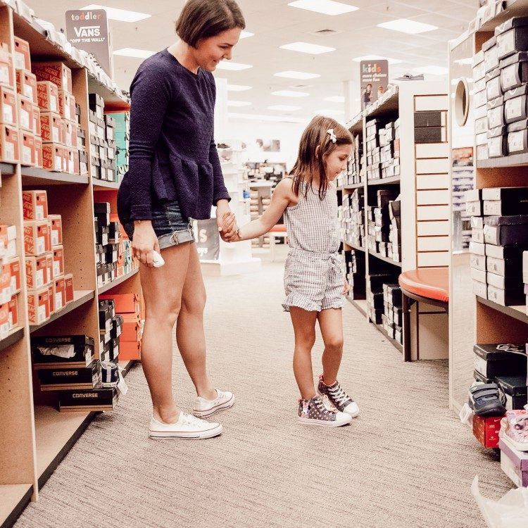 back to school shoe shopping tips for kindergarteners