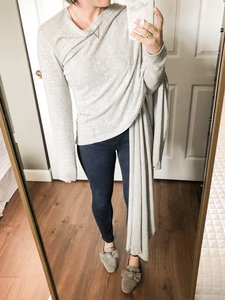love this casual and comfy outfit for travel or running errands #travel #casualstyle