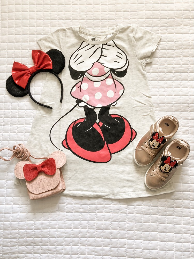 this Minnie dress and matching sneakers and crossbody purse are so cute for a Disney outfit! #disney