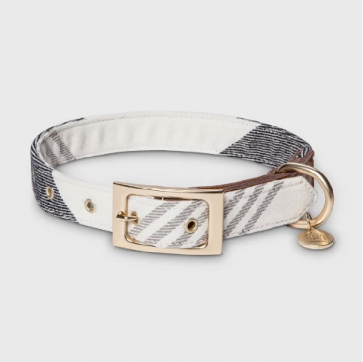 white and black plaid holiday dog collar