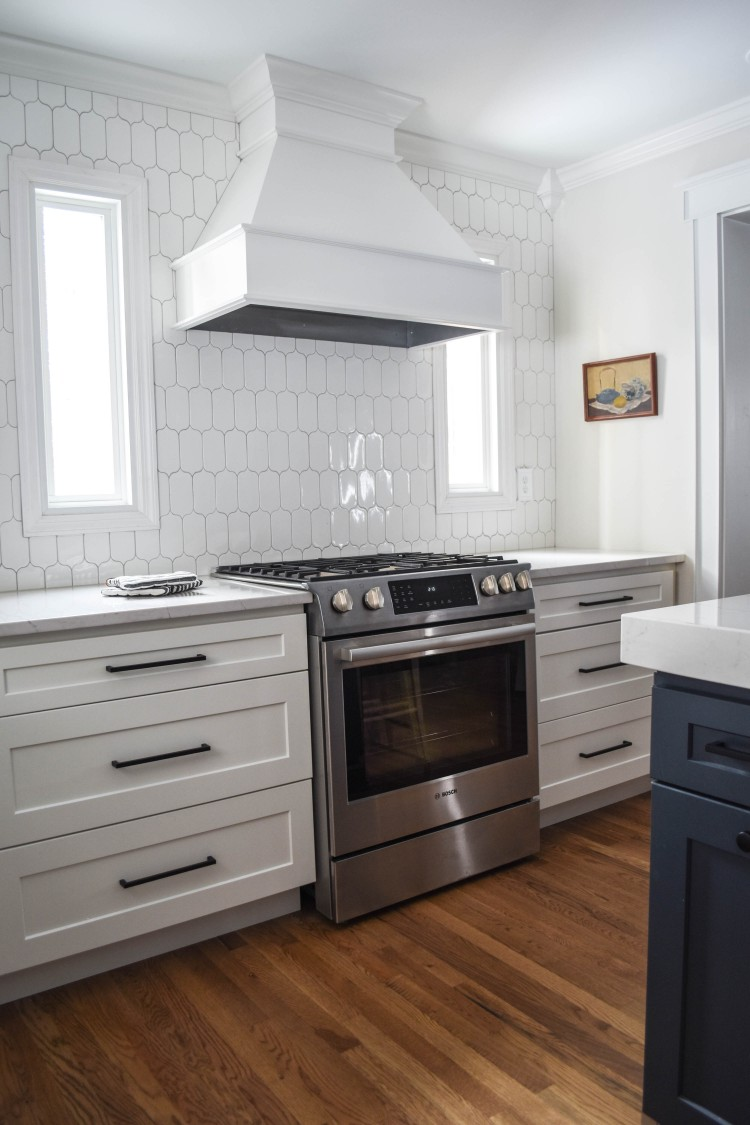 this white backsplash pattern is such a great to alternative subway tile
