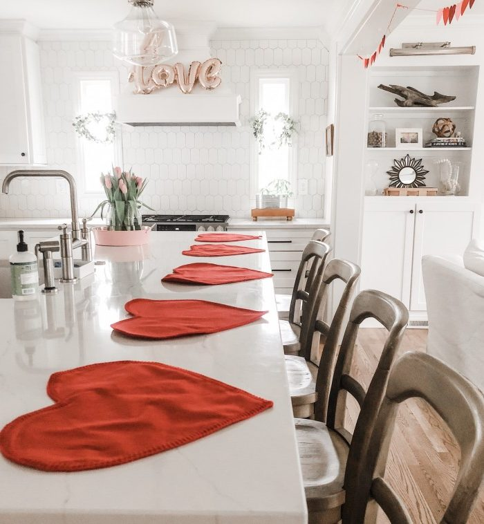 13 Adorable but Simple Valentine's Day Decorations Ideas